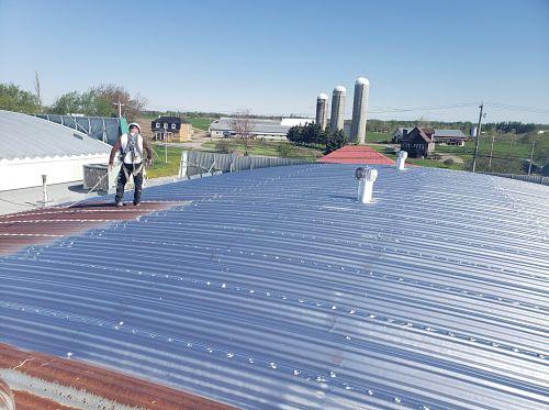 couche de finition sur toiture